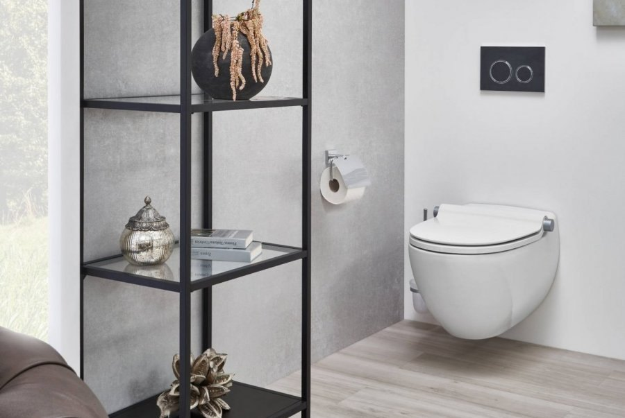 Loftbad mit WC und Staufläche in schwarz weiss Inspiration BadeWelten