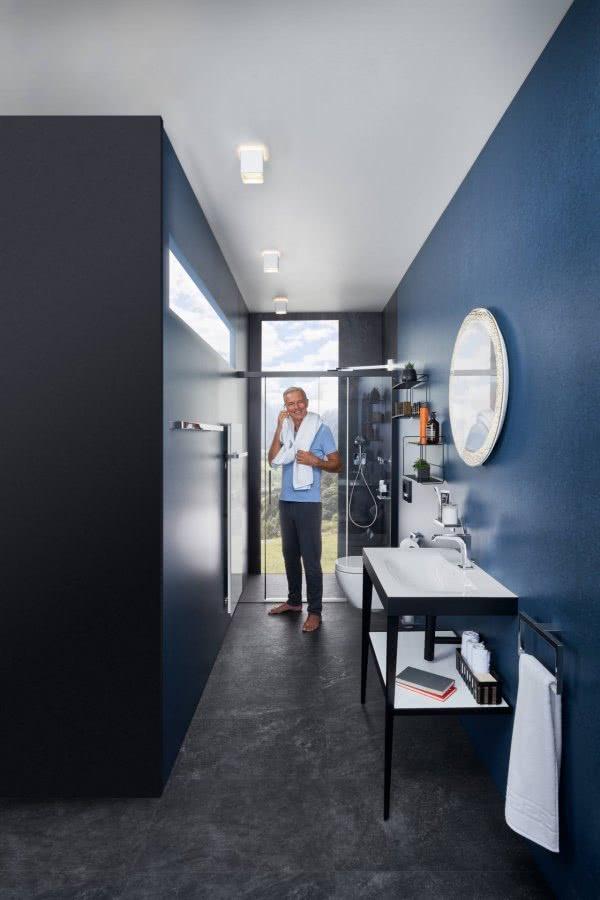 Eintauchen ins Blaue Bad mit WC in blauer Oase Inspiration BadeWelten