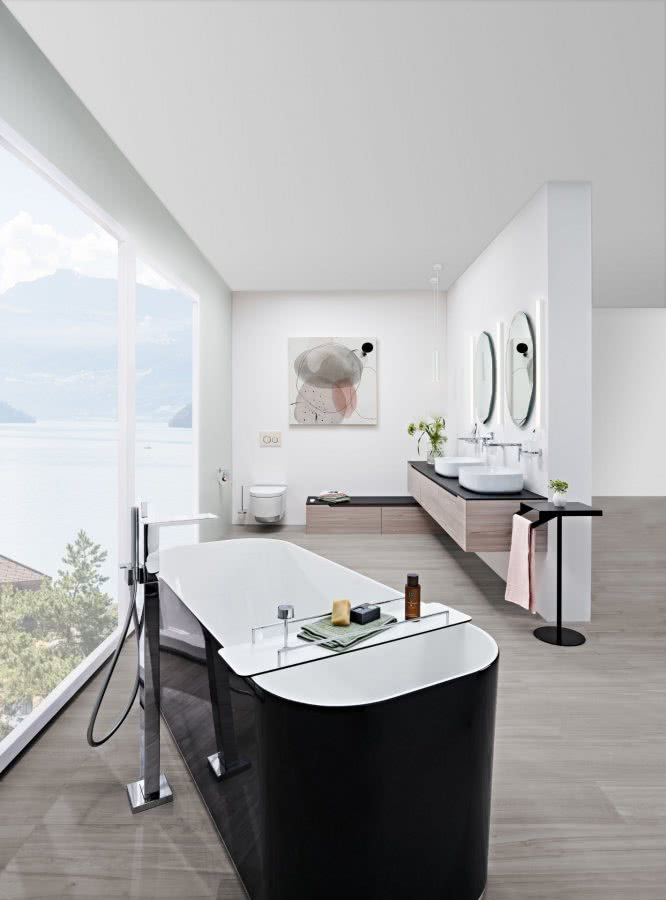 Stil als Luxus ohne Opulenz Badewanne Doppelwaschtisch Aussicht Inspiration BadeWelten