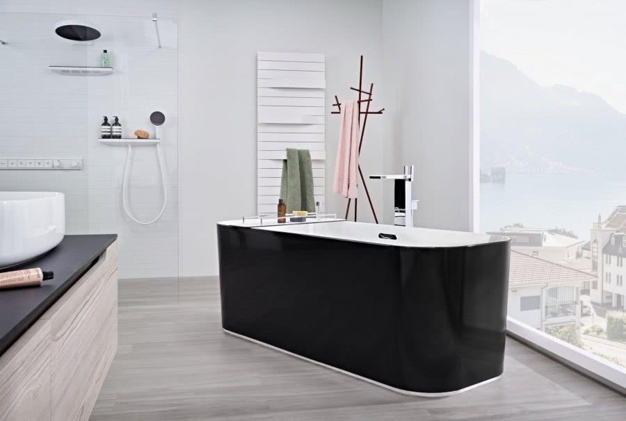 Stil als Luxus ohne Opulenz Badewanne Heizkoerper Inspiration BadeWelten