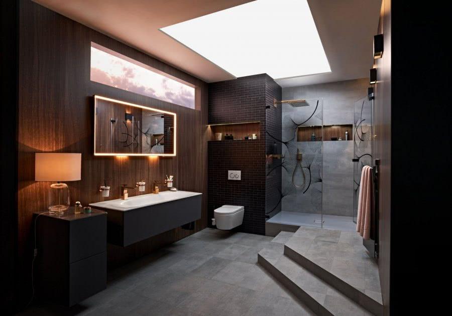 Gediegenes Flair Komplett Bad mit Waschtisch Dusche Stufen Inspiration BadeWelten