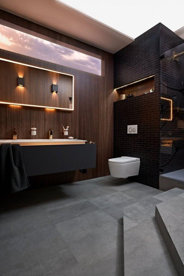 Gediegenes Flair Wachtisch WC Spiegel Oblicht Inspiration BadeWelten