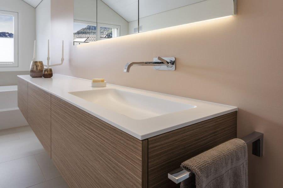 Das Traumbad als Lebensraum Waschtisch Spiegel Dekoration Inspiration BadeWelten